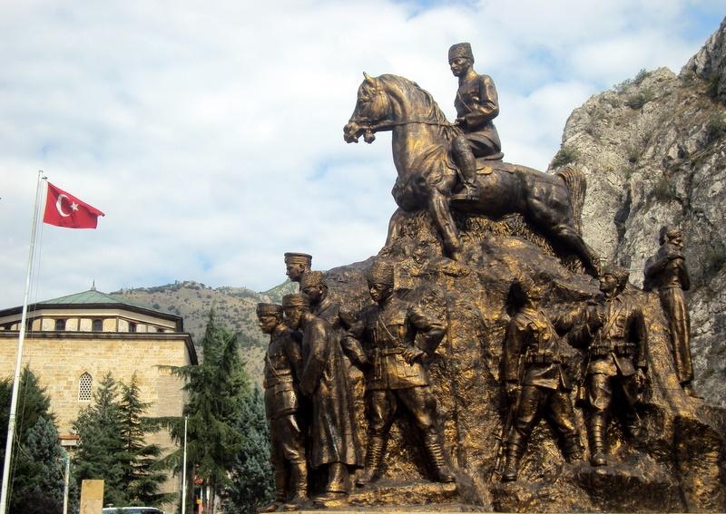 2522-sivasli-amasya-ataturk-aniti-260-950px