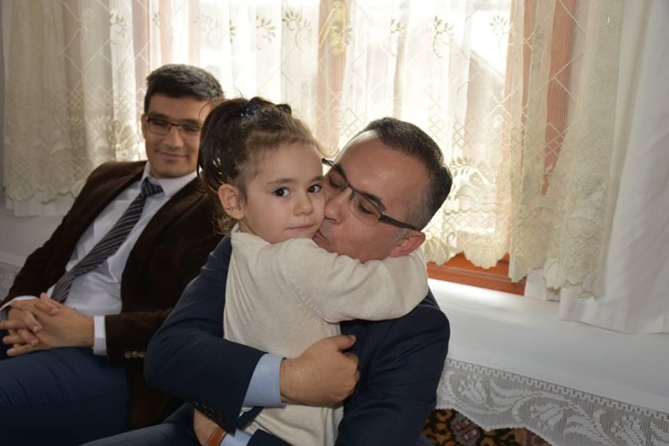 Vali Çeber, Şehit Hasan Yılmaz'ın ailesini ziyaret etti.