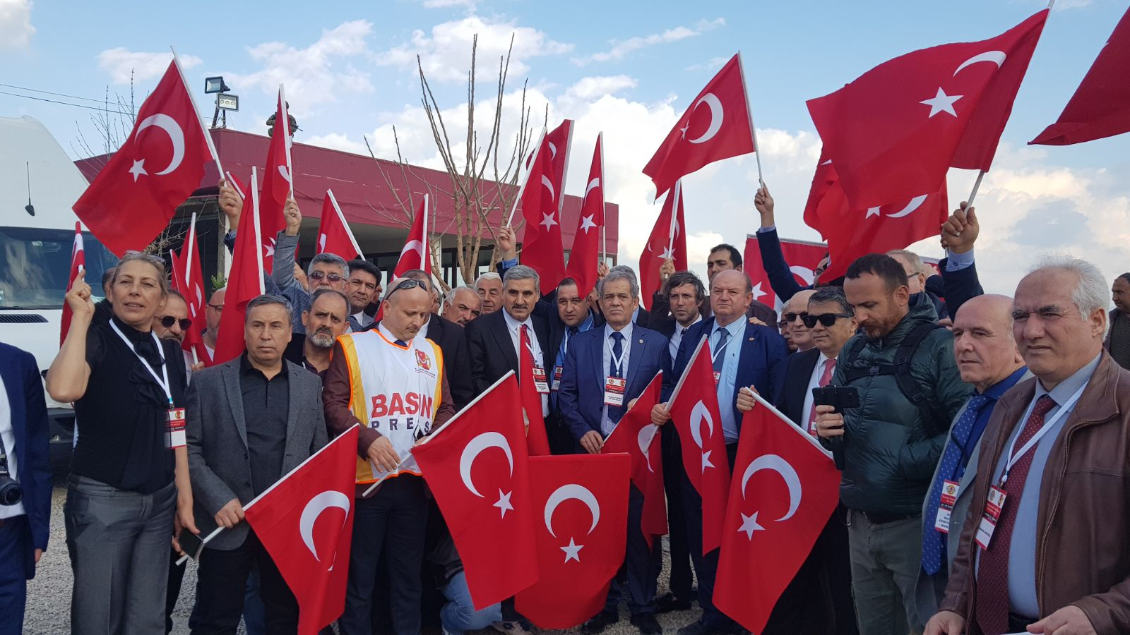Gazetecilerden Mehmetçiklere ve Meslektaşlarına Destek