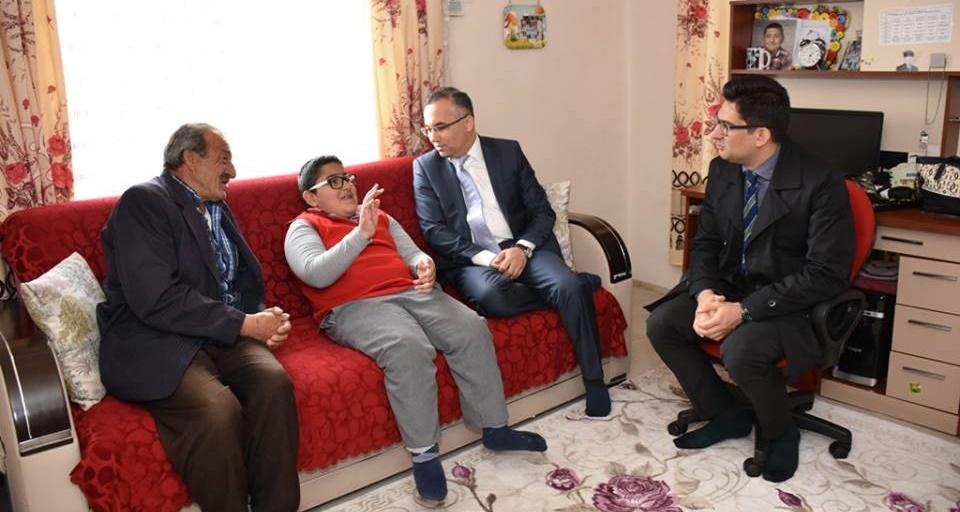 Vali Çeber, Muhammet'i yeni evinde ziyaret etti.
