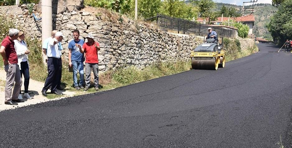Köy yolları sıcak asfalt gördü...