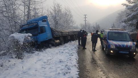 Kar yağışının etkisi ile kazalar üst üste geldi