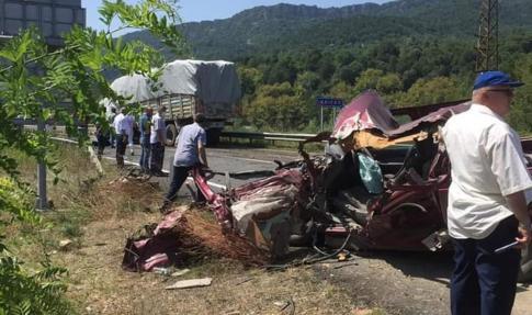 Kamyonla çarpışan pikap sürücüsü ağır yaralandı