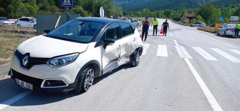 Karabük'te iki otomobil çarpıştı: 1 yaralı